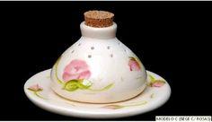 AROMATIZADOR DE AMBIENTE EM CERAMICA            DIFUSOR DE AROMAS   Disponível em cores Branco c/ Bege (poa )  Bege c/Branco (poa)  Rosa c/ Branco (poa)  Bege c/ Rosas  Medidas :- alt. 5,5cm /base (diametro)  9,5cm   *** CONSULTAR PEDIDO MINIMO DE COMPRA NA LOJA  ****   Nossa loja está vinculada ao PAG SEGURO (BOLETO BANCÁRIO E CARTÕES DE CRÉDITO). Aceitamos pagamentos através de: DEPÓSITO BANCÁRIO (Banco do Brasil e Itau) .  As peças serão enviadas por PAC ou SEDEX.  Agradecemos a todos…