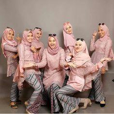 Yuk ajakin geng kamu foto gini 😍😁 From 🌷 Kebaya Hijab, Batik Kebaya, Kebaya Dress, Kebaya Muslim, Batik Dress, Dress Brokat, Hijab Dress Party, Hijab Style Dress, Cream Party Dresses
