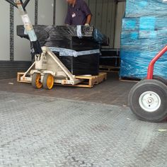 Unloading another pallet of coins.  We're happy to clean any quantity of coins you have whether its a few pounds in a box or several thousand pounds in buckets like this.  No matter what your situation, we will find a way to help you.