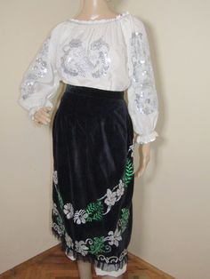 Gorgeous hand embroidered Romanian traditional costume from Banat containing 3 pieces: blouse, skirt and black front apron Folk Costume, Costumes, Apron, Ethnic, High Waisted Skirt, Traditional, Blouse, Skirts, Vintage