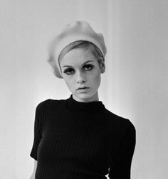Sixties - Icon People - Ideas of Icon People - Twiggy October 28 1966 shoot for The Mirror and Herald by Ron Burton. Fashion Mode, 1960s Fashion, Vintage Fashion, Emo Fashion, Gothic Fashion, Estilo Twiggy, Michelle Phillips, Francoise Hardy, French Actress