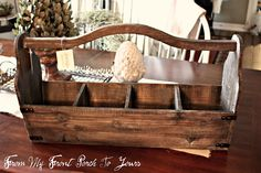 awesome rustic tool caddy Wood Tool Box, Wooden Tool Boxes, Wooden Crates, Wood Boxes, Wood Pallets, Pallet Tool, Small Wood Projects, Diy Projects, Painted Wine Bottles