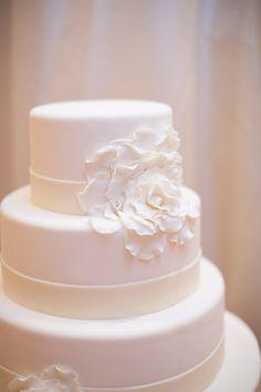 Wedding Cake | On SMP: http://stylemepretty.com/2013/06/04/santa-barbara-wedding-from-alexandra-kolendrianos | Mi Belle Photography