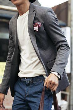 dress it down // denim, blazer, pocket square, casual blazer, tshirt