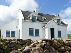 PRICE FROM £251.00 PW SLEEPS 10 BEDROOMS 4 BATHROOMS 2 PET FREE This detached cottage is set on the edge of the rural village of Cloghane, County Kerry and sleeps ten people in four bedrooms.