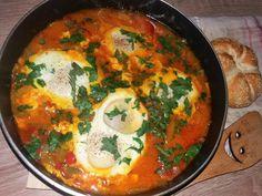 Shakshuka este o mancarefoarte gustoasa, o specialitate a bucatariei nord-africane si a celei evreiesti. Se serveste indeosebi in Tinisia, Maroc, Algeria,Liban sau Egipt. Este un fel de ghiveci cu ceapa, ardei si rosii, dar in care adaugam oua. O alta caracteristica a shakshukaeste faptul ca este destul de condimentata, un mic dejun picant. IngredienteShakshuka : …