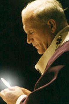 John Paul II and the Eucharist Catholic Religion, Catholic Saints, Pope John Paul Ii, Paul 2, Divine Mercy Sunday, Blessed Mother Mary, Mother Teresa, Papa Juan Pablo Ii, Saint Peter Square