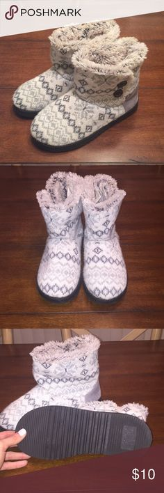 Dearfoams Grey Snowflake House Boots Bought these and wore them once. The sole is very soft and the base isn't worn at all. Can be worn around the house or outside. Knit design comes in a light grey and white snowflake pattern. Dearfoams Shoes Ankle Boots & Booties