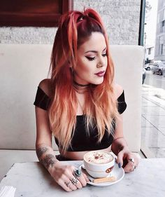 High, centered, half up ponytail 90s Grunge Hair, Soft Grunge Hair, Hair Inspo, Hair Inspiration, Estilo Grunge, Luanna, Crazy Hair, Hair Dos, Cybergoth