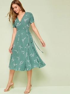 To find out about the Plant Print Wrap Knotted Dress at SHEIN, part of our latest Dresses ready to shop online today! Simple Long Dress, Simple Dresses, Pretty Dresses, Casual Dresses, Fashion Dresses, Elegant Summer Dresses, Elegant Dresses For Women, Dresses For Teens, Robes Western