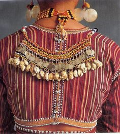 Ga'dang necklace form called karaweweng from Philippines