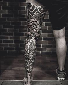 back of head tattoo mandala men Leg Sleeve Tattoo, Leg Tattoo Men, Best Sleeve Tattoos, Ojo Tattoo, Tattoo Henna, Mandala Tattoo Mann, Mandala Tattoo Design, Back Of Leg Tattoos, Tattoos For Guys