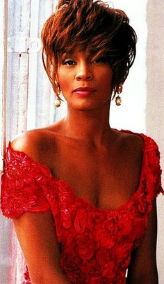 Whitney Houston-Beautiful Lady in Red. Whitney Houston, Beverly Hills, Black Is Beautiful, Beautiful People, New Jersey, Bombshell Beauty, Female Singers, American Singers, Queen