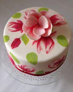 #pintada#magnolia# Tarta pintada a mano con magnolia de fondant