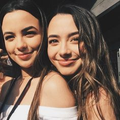 Merrill Twins, Veronica And Vanessa, Veronica Merrell, Vanessa Merrell, Identical Twins, Insta Photo Ideas, Best Friend Pictures, Twin Girls, Girls Image