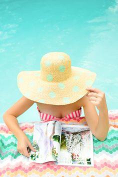 Polka-dot sunhat + matching chevron tile = Pool lounging perfection!