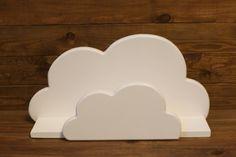 Prateleira Nuvem G  A prateleira acompanha ganchos na parte de trás para você fixar em sua parede.  Em mdf de 15mm  Tamanho: 60x38x10