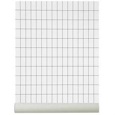 Ferm Livings Grid Tapete zeigt ein grafisches Muster, das auf die Designerin Trine Anderson zurückgeht. Neben dieser Farbstellung in schwarz/weiß auch in dusty-green/weiß bestellbar.