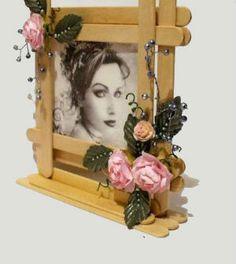 Veja aqui como fazer um lindo porta retrato de palito de picolé