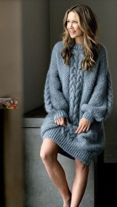 langer warmer Wollpullover You are in the right place about knitting patterns sweaters Here we offer you the most beautiful pictures about the knitting patterns ladies you are looking for. Mohair Sweater, Knit Cardigan, Knit Dress, Sweater Dresses, Knitwear Fashion, Knit Fashion, Gros Pull Long, Cozy Sweaters, Sweaters For Women