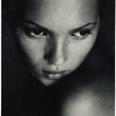 """Exposição """"Kate Moss Par Les Plus Grands Photographes"""" –"""
