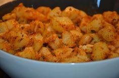 Pommes de terre à la chermoula : C'est une entrée de pommes de terre chaude à la chermoula. Cette recette est très facile à préparer et ne requiert pas beaucoup d'ingrédients. - Recettes de cuisine de A à Z Shrimp, Food, Ramadan, Potato, Chopped Salads, Cooking Recipes, Dish, Real Simple, Essen