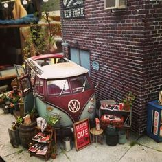 A diorama by Clutch magazine Vw Bus, Volkswagen, Miniature Furniture, Miniture Things, Fairy Houses, Model Building, Small World, Miniature Dolls, Model Trains