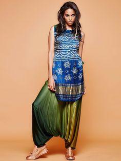 Buy Royal Blue Silk Printed Salwar Suit online in India at best price. Bandhani Dress, Dashiki Dress, Latest Salwar Kameez, Salwar Suits, Punjabi Suits, Indian Fashion Dresses, Indian Outfits, Indian Clothes, Ethnic Trends