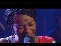 Luz Casal y Concha Buika cantan Sombras.  Voces con alma.   Concha me mata.  A proposito de ciertos comentarios: Por favor, la música va directa al corazón, no tiene patria ni bandera. Disfrutenla y olviden polémicas.