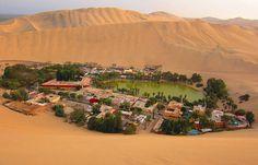 Huancachina, suroeste del Perú.  Conocido como balneario de aguas curativas en medio del desierto
