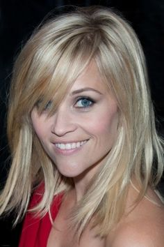 Reese Witherspoon - medium length hair with layers and side-swept bangs. Love Reese Witherspoon always. Good Hair Day, Great Hair, Awesome Hair, Hairstyles With Bangs, Pretty Hairstyles, Hairstyle Photos, Perfect Hairstyle, Easy Hairstyle, Style Hairstyle