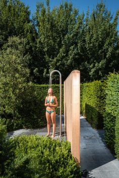 Outdoor Pool Shower, Outdoor Shower Enclosure, Swimming Pools Backyard, Pool Landscaping, Rest House, Garden Shower, Outdoor Bathrooms, Outside Patio, Diy Shower