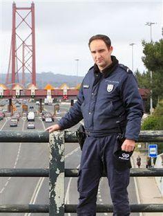"""Os Polícias também são seres humanos: Há 13 anos na PSP onde, assegura, está a """"cumprir ..."""