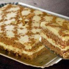 Receita de Bolo Indiano - 6 ovos, 1 e 1/2 xícara (chá) de açúcar refinado, 100g de manteiga, 1 e 1/2 xícara (chá) de farinha de rosca, 1 colher (chá) ferment... Gourmet Desserts, Delicious Desserts, Yummy Food, Sweet Recipes, Cake Recipes, Dessert Recipes, Portuguese Desserts, Food Wishes, Brownie Cake