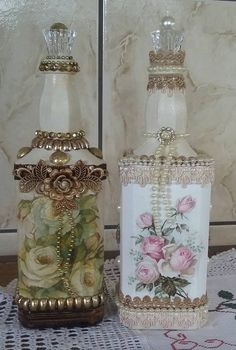 Discover thousands of images about vintage painted wine bottles Glass Bottle Crafts, Wine Bottle Art, Painted Wine Bottles, Diy Bottle, Vintage Bottles, Bottles And Jars, Glass Bottles, Liquor Bottles, Perfume Bottles