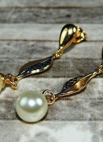 Aros de perla con hoja Pearl Earrings, Jewelry, Blade, Pearls, Jewellery Making, Pearl Studs, Jewels, Bead Earrings, Jewlery
