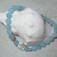 Das Armband wird in liebevoller Handarbeit gefertigt und energetisiert. Der Aquamarin kann die Ausdauer fördern und zu mehr Leichtigkeit verhelfen. Bei Unerledigtem kann er unterstützend wirken. Der Bergkristall schenkt uns Reinheit und Klarheit. Er eignet sich besonders zum meditieren. Bracelets, Jewelry, Handmade Bracelets, Gems Jewelry, Rhinestones, Jewlery, Jewerly, Schmuck, Jewels