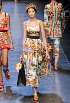 Dolce & Gabbana at Milan Fashion Week Spring 2016 - Runway Photos Style Couture, Couture Fashion, Runway Fashion, High Fashion, Fashion Show, Fashion Looks, Fashion Outfits, Fashion Design, 2016 Fashion Trends