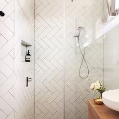Small Bathroom Tiles, Old Design Trends Making Their Comeback Herringbone Tile Pattern, Herringbone Subway Tile, Subway Tile Patterns, Subway Tile Showers, Subway Tiles, Cottage Style Bathrooms, Small Bathroom Tiles, Attic Bathroom, Bathroom Vanities