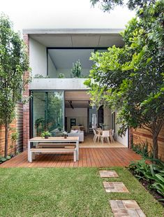 Balmain Semi by CO-AP is an alterations and additions project to an early two bedroom single-storey semi-detached house. Australian Architecture, Australian Homes, Semi Detached, Detached House, Architecture Awards, Architecture Design, Balmain, Old Cottage, Most Beautiful Gardens
