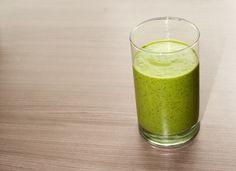 Heerlijke groene smoothie met spinazie en avocado.