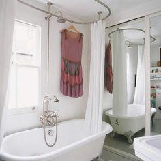 Bear Claw Bathtub And Mirror Wall