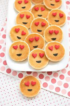 Easy Mini Emoji Pancakes: Cute Breakfast Idea for Kids. Easy Mini Emoji Pancakes: Cute Breakfast Idea for Kids. Valentines Day Food, Kinder Valentines, Valentines Breakfast, Birthday Breakfast, Valentine Treats, Valentine Emoji, Valentines Hearts, Cute Breakfast Ideas, Breakfast For Kids