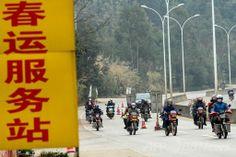 中国南西部・広西チワン族自治区(Guangxi Zhuang Autonomous Region)梧州(Wuzhou)市で、 バイクで帰省する人々(2014年1月25日撮影)。(c)AFP   ▼30Jan2014 AFP|春節の帰省ラッシュ、数百キロをバイクや自転車でも 中国 http://www.afpbb.com/articles/-/3007536 #chunjie #chinese_new_year #lunar_new_year #china #guangxi