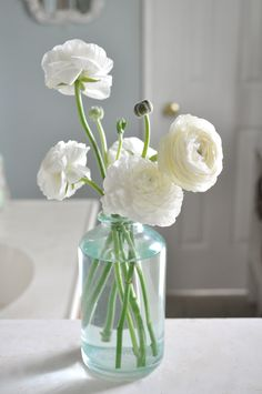 I'd love some of these white ranunculus in my bouquet, in some of the table arrangements, etc. #ranunculusboutonniere