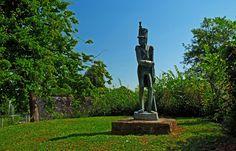 Der vergessene Soldat Lacroix, ... auf der Vauban Insel, in Saarlouis, fragt sich sicher auch, wie das Wetter diese Woche wird. Nun, die einen sagen so, und die anderen so.  :-) http://de.wikipedia.org/wiki/Soldat_Lacroix