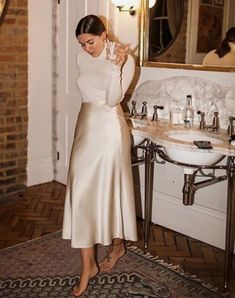 The Holiday Party Outfit to Try This Year — White Turtleneck and Satin. The Holiday Party Outfit to Try This Year — White Turtleneck and Satin Silk Midi Skirt fo Mode Outfits, Casual Outfits, Fashion Outfits, Midi Skirt Outfit, Beige Skirt Outfit, A Line Skirt Outfits, Blouse And Skirt, Fashion Vestidos, Holiday Party Outfit