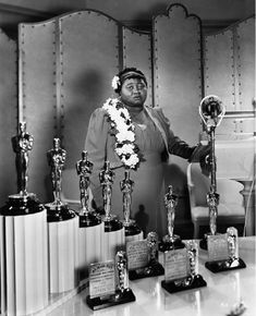 McDaniel, the first African American oscar winner. McDaniel, the first African American oscar winner. Scarlett O'hara, Rita Moreno, Grace Kelly, Hattie Mcdaniel, Actor Secundario, Black History Facts, Oscar Winners, My Black Is Beautiful, Beautiful Pictures