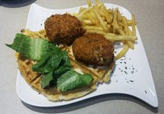 We take our crab cakes to a whole new level! Our Crab Cake Sliders feature 2 hand rolled Maryland-style crab cakes with a spicy remoulade, leaf lettuce and sliced tomato served with parmesan garlic fries. $10.49. Try this and more delicious dishes at Leo Bistro at The Dayton Art Institute. Check out the menu at www.leobistro.com. Maryland Style Crab Cakes, The Bistro, Sliced Tomato, Delicious Dishes, Lettuce, Sliders, Parmesan, Fries, Leo