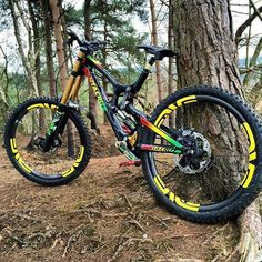 As a beginner mountain cyclist, it is quite natural for you to get a bit overloaded with all the mtb devices that you see in a bike shop or shop. There are numerous types of mountain bike accessori… E Mountain Bike, Best Mountain Bikes, Fully Bike, Velo Dh, Freeride Mtb, Mt Bike, Photographie Indie, Downhill Bike, Santa Cruz